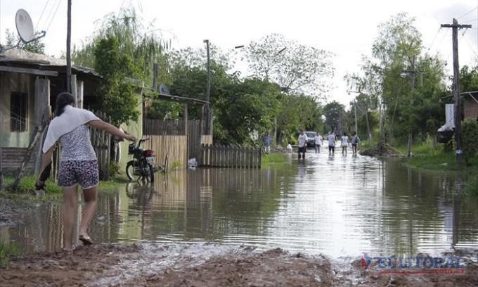 El temporal causó nuevos evacuados y piquetes vecinales