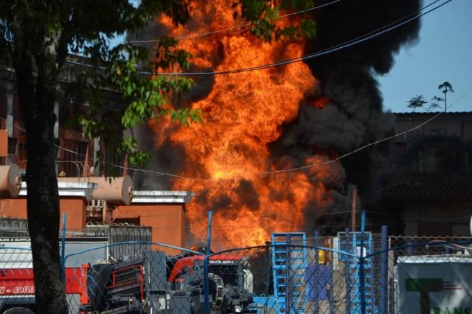 Descomunal incendio se produjo en una estación de electricidad