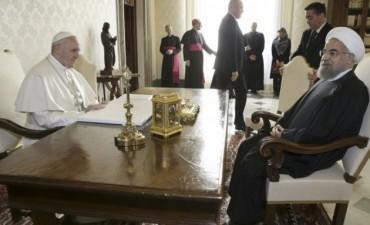 Francisco pidió detener la propagación del terrorismo
