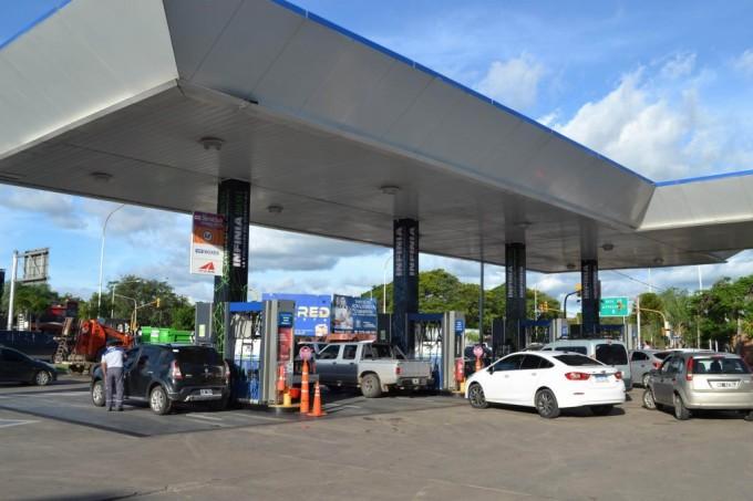 Inminente aumento del combustible genera rechazo entre los usuarios