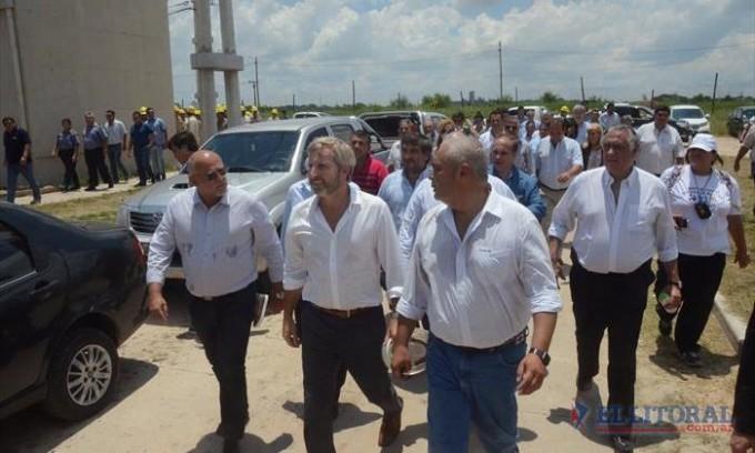 Junto a Ríos, el ministro del Interior anunció la construcción de 250 viviendas