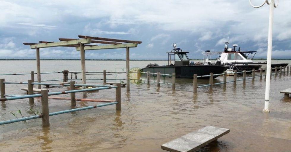 La costa del Paraná está muy afectada y se espera el inminente pico de crecida