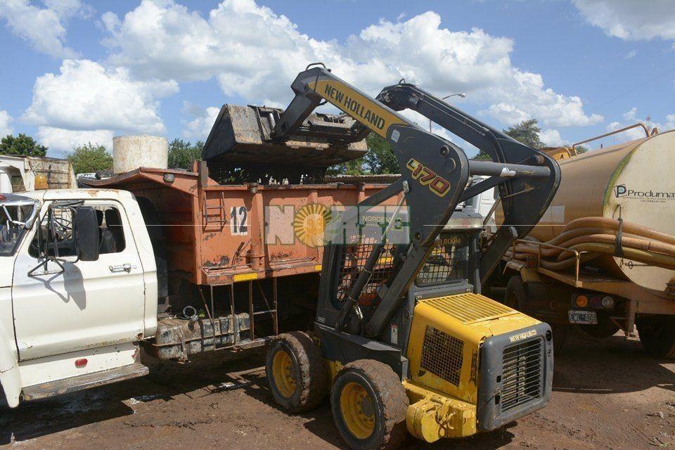 Preocupación por un derrame de aceite en el canal pluvial de Libres