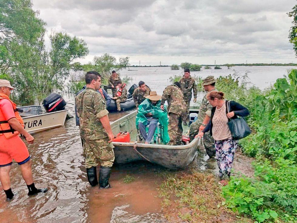 Mejora el clima, pero aún hay 7.600 personas evacuadas en cinco provincias