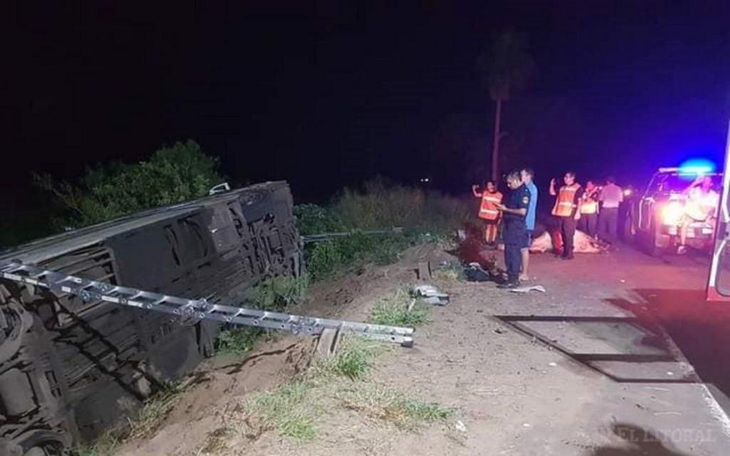 San Cosme: al menos 14 heridos al volcar un micro luego de chocar contra una vaca