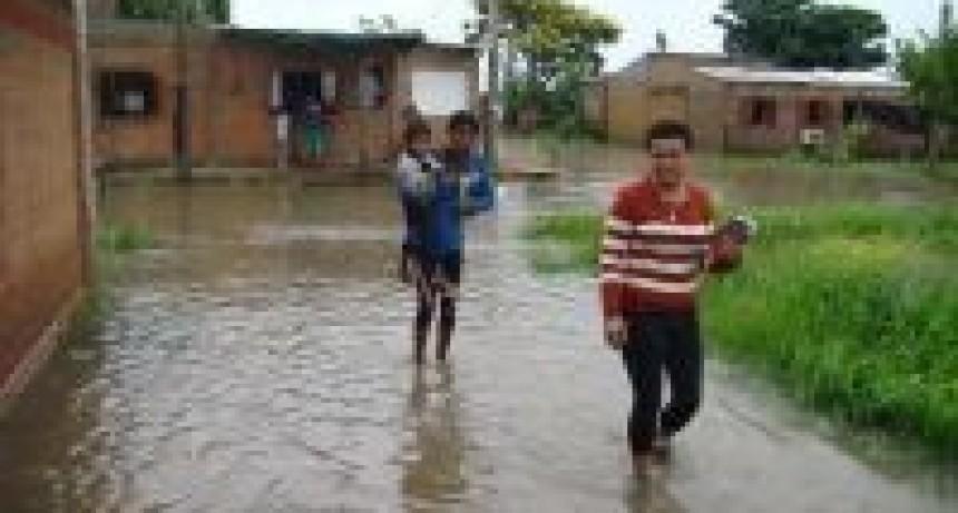 Por las inundaciones suman 2.200 evacuados en tres provincias