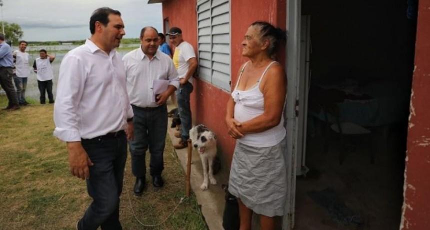 Volvió Valdés y se puso al frente de la asistencia de más de 3.500 evacuados