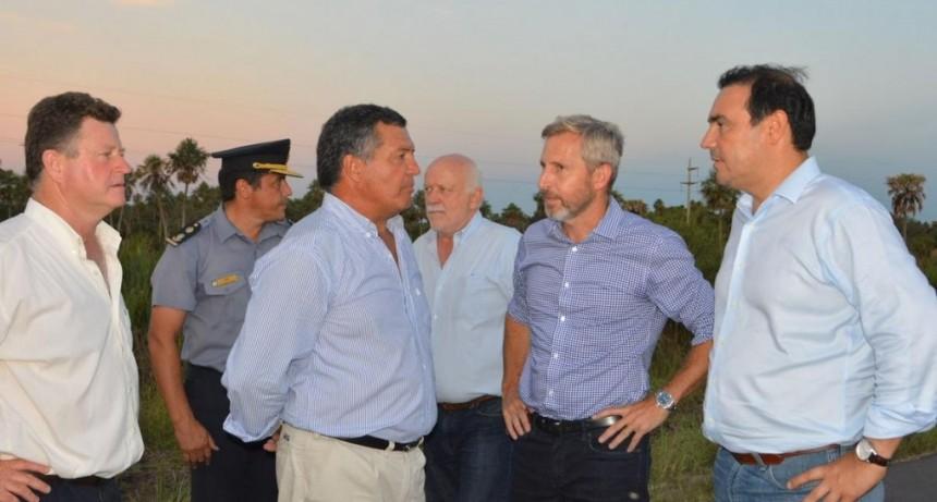 Valdés decretó la emergencia agropecuaria y recorrió con Frigerio zonas inundadas