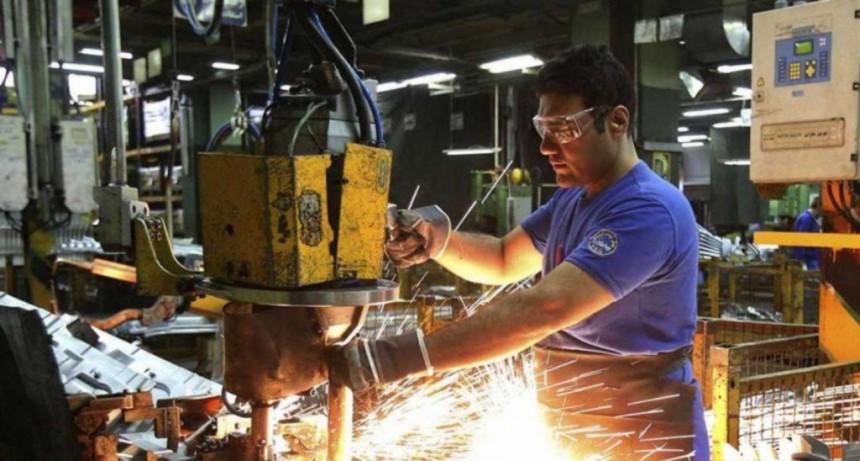 La industria cayó 6,2% en 2018, según una consultora privada