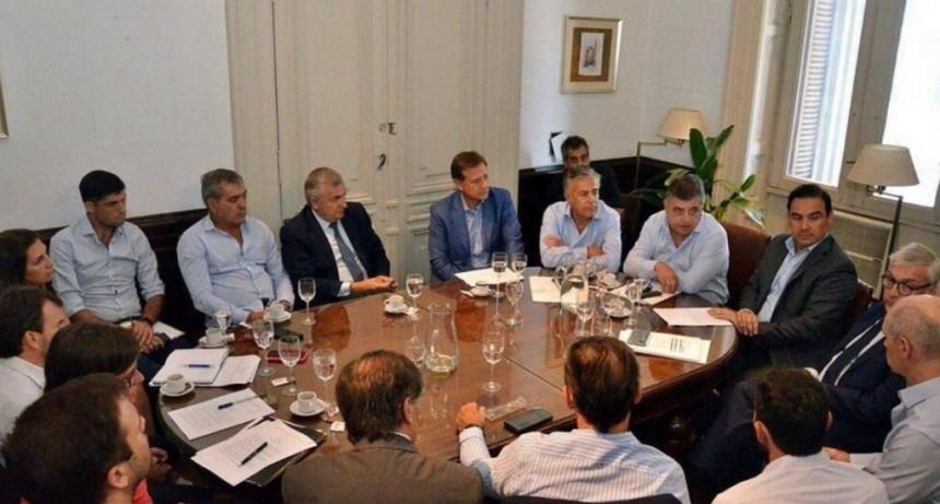 Valdés se reunió con Sergio Massa para negociar por las deudas de las provincias