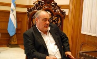 Molesto con la Nación, Colombi volvió a amenazar con la emisión de bonos
