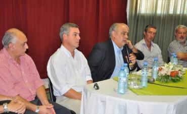 Colombi le pone fecha a sus bonos y la oposición lo acusa de agitar fantasmas