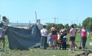 Unas 20 familias ribereñas coparon un predio del barrio Quilmes y piden ayuda
