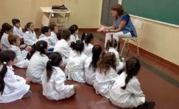 Maestros y profesores regresan hoy a las escuelas con varias tareas a contrarreloj