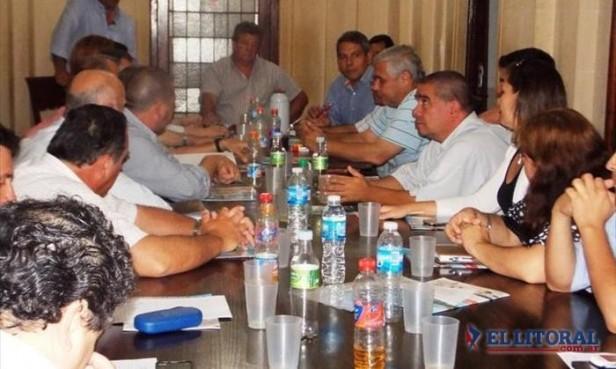 Comunas del PJ votarían en octubre para tratar de sumar apoyo al Gobierno nacional