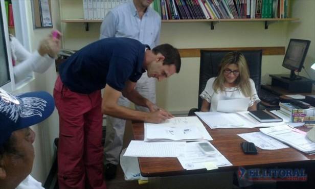 Tras histórico acuerdo, entregan títulos de tierras a los pobladores de Pellegrini