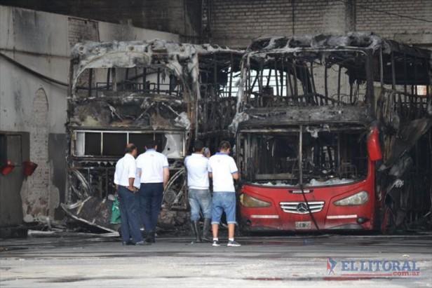 Vandalismo: incendiaron 5 colectivos
