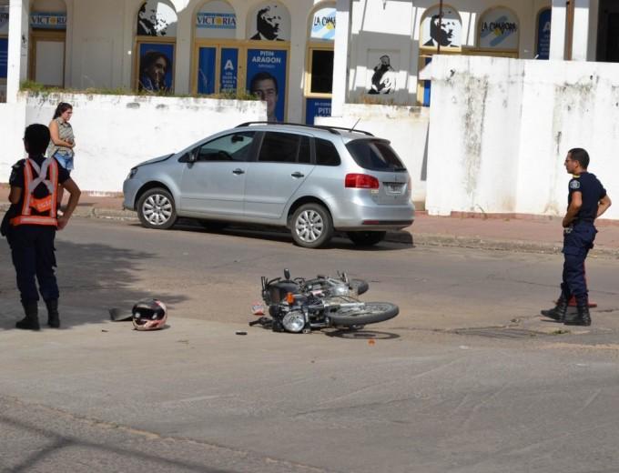 Chica resultó con fractura de cráneo en choque de dos motos