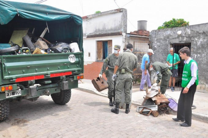 Dengue: son 76 los casos y vecinos colaboran con el descacharrizado