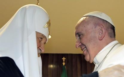 Histórico: El Papa y el patriarca ruso se abrazaron en Cuba