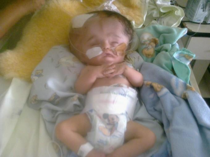 Francisco, un bebé correntino que lucha por su vida en el Garrahan