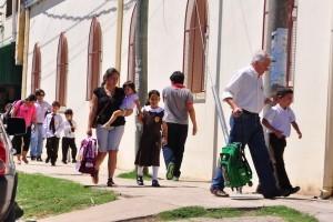 Colombi y Benítez inauguran el ciclo lectivo en colegio de Laguna Brava