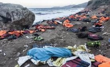 Decenas de refugiados murieron al naufragar embarcación