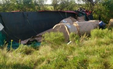 Dos camiones chocaron en forma frontal y murieron sus conductores