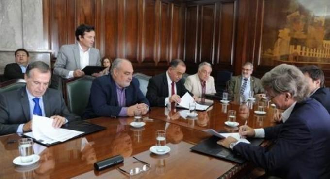 Colombi firmó un acuerdo para estudios sobre el río Paraná