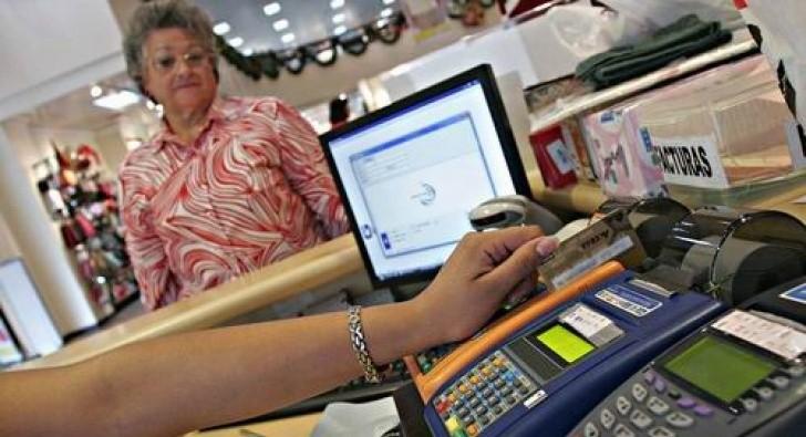 Comerciantes deberán cobrar con débito sin aplicar recargas