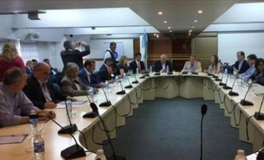 Colombi selló acuerdo para una paritaria docente provincial
