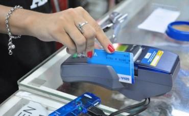 Comerciantes analizan pro y contra del impulso de la tarjeta de débito