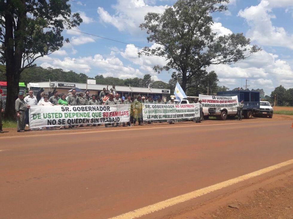 Protesta en la Ruta 14 porque peligran 80 puestos de trabajo en Virasoro