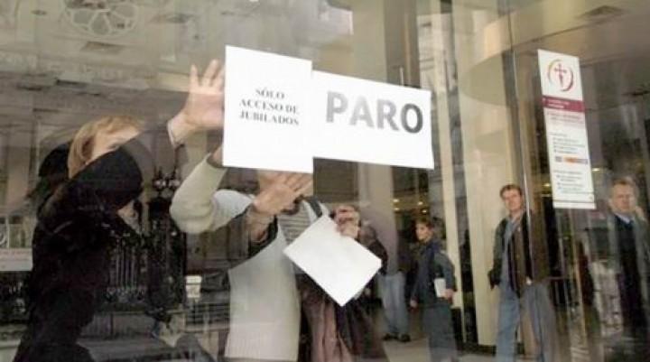 Los bancarios paran y no descartan más medidas