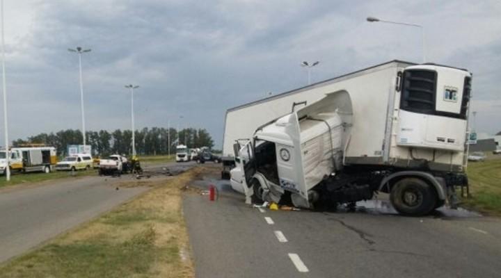 Choque entre un camión y una camioneta se cobró la vida de tres curuzucuateños