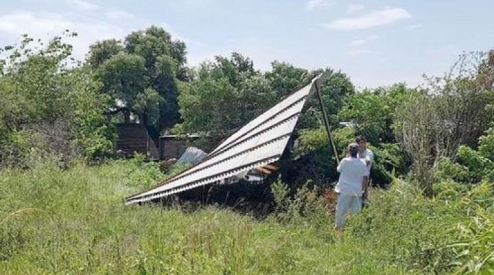 Otra tormenta fugaz se abatió sobre mercedes y causó numerosos daños