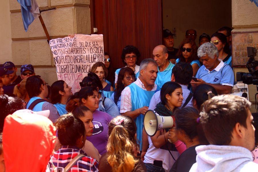 Incidente en Ministerio de Educación: el gobierno denuncia intento de