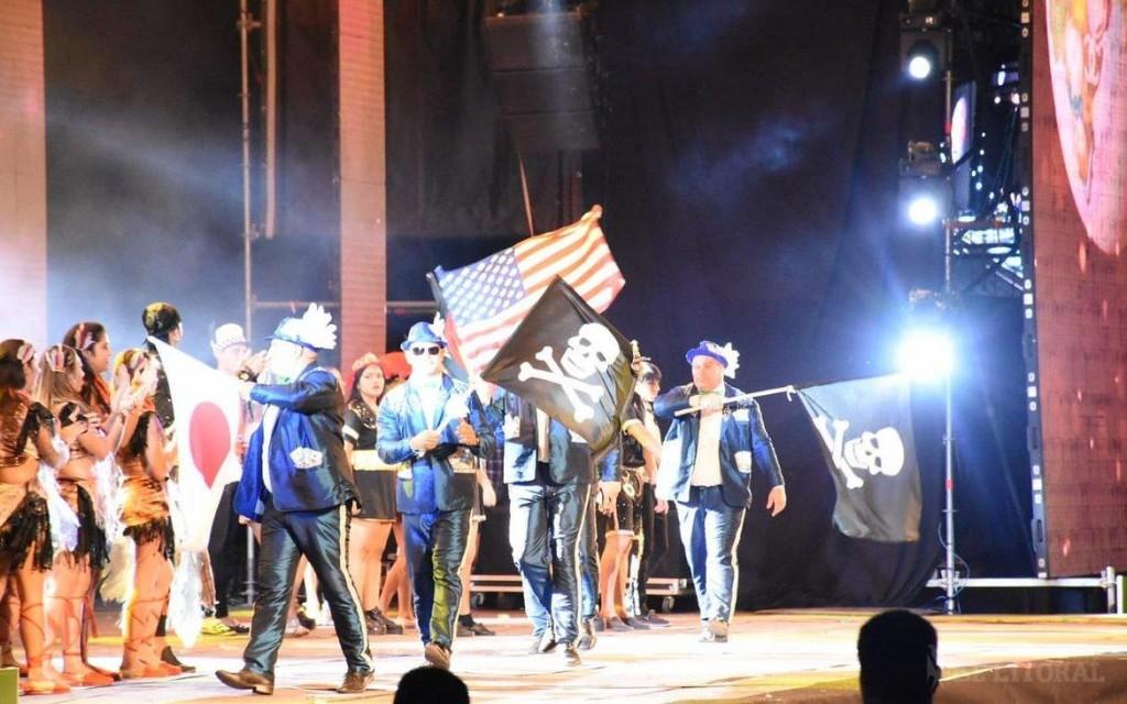 Tras la polémica, Arandú Beleza reemplazó las banderas británicas por unas de piratas