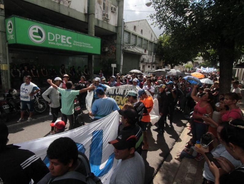 """Otra vez organizaciones sociales marcharon contra el """"tarifazo"""""""
