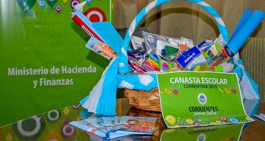 Con 30 artículos de librería, presentaron la canasta escolar oficial a 599 pesos