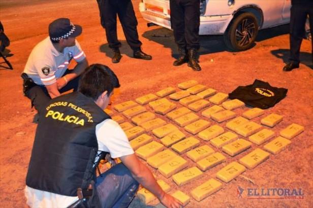 Secuestran 48 kilos de marihuana de una camioneta en el puente interprovincial