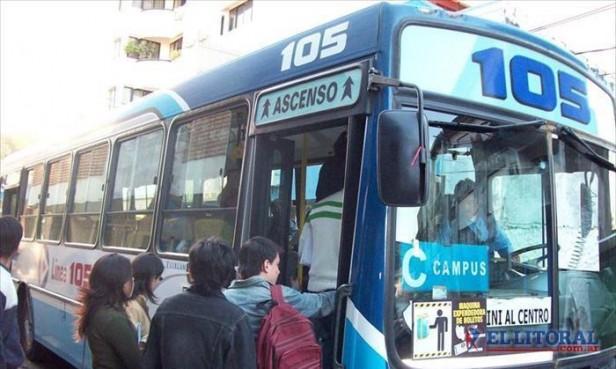 Ríos garantizó la continuidad del boleto gratuito y repartió críticas