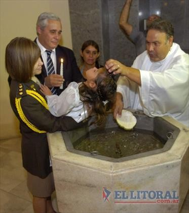 Dos nenas fueron bautizadas con el Intendente y la Presidenta como padrinos
