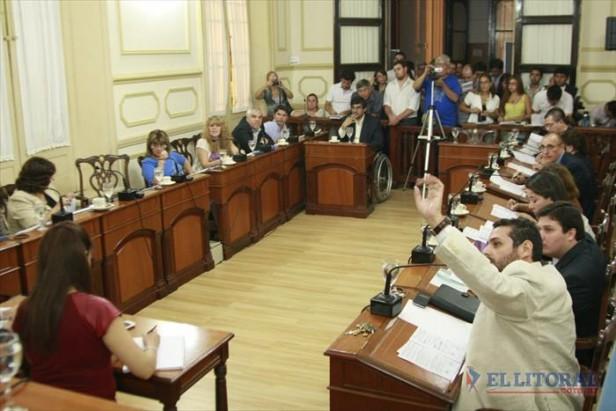 Concejo: con los votos justos, se declaró la emergencia y exhortó cese de las retenciones