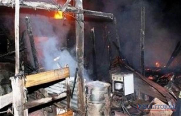 Vecinos rescataron a niños del incendio que destruyó su casa
