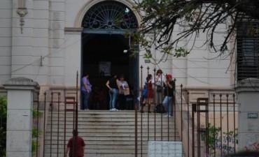 Las escuelas abren sus puertas y el Gobierno alienta a los padres a mandar a sus hijos