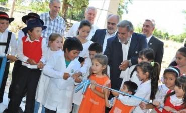 El Gobernador inauguró unidades educativas en San Roque y en la zona rural de Bella Vista
