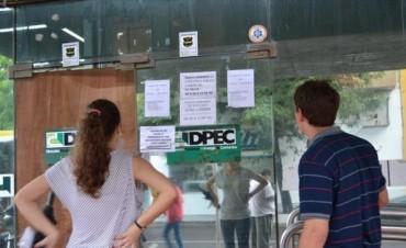 Dpec: sin atención en las oficinas ni operarios en las calles, continúa el conflicto