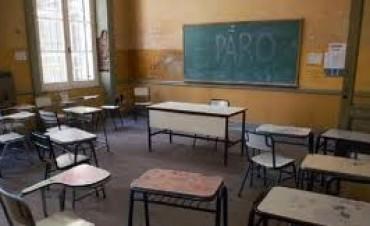 Entre un paro docente y el enrostre oficial sobre el acuerdo alcanzado
