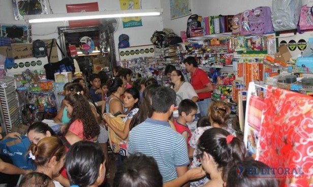 Negocios colmados por compras escolares a dos días de las clases